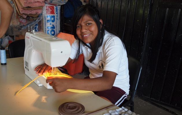 Naaimachines voor de vakopleiding 'Mode en kleding'
